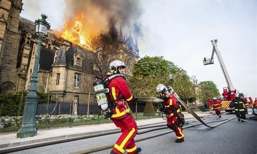Những lý do khiến hỏa hoạn Nhà thờ Đức Bà Paris khó kiểm soát -