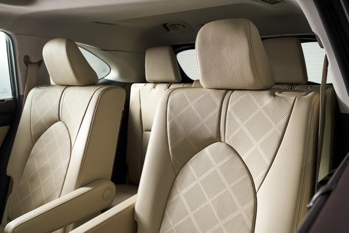 Toyota Highlander 2020 lộ diện thiết kế như RAV4