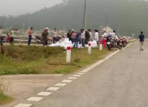 Khu vực công an thu gần một tấn chất tinh thể màu trắng nghi ma túy đá tại xã Quỳnh Thuận.