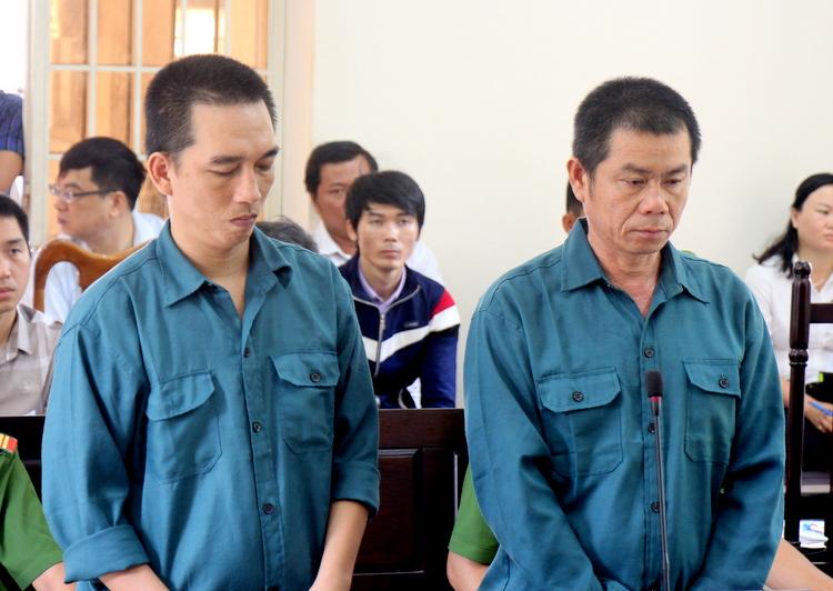 Phong (trái) và Hiền tại tòa. Ảnh: Nguyễn Khoa.
