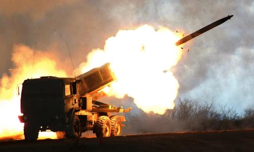 Tổ hợp HIMARS khai hỏa trong một đợt thử nghiệm. Ảnh: Lockheed Martin.