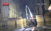Robot giúp lính cứu hỏa dập đám cháy ở Nhà thờ Đức Bà Paris