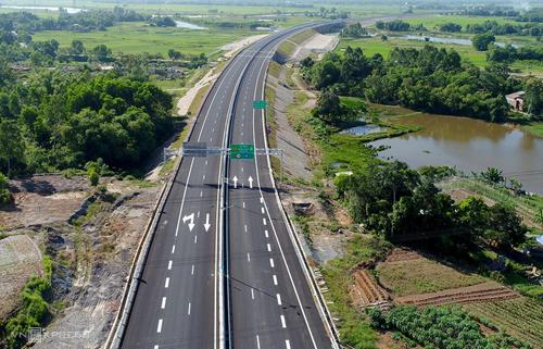 Cao tốc Đà Nẵng - Quảng Ngãi. Ảnh: Đắc Thành