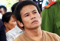 Việt nghe tuyên án sáng 18/4. Ảnh: Phạm Linh.