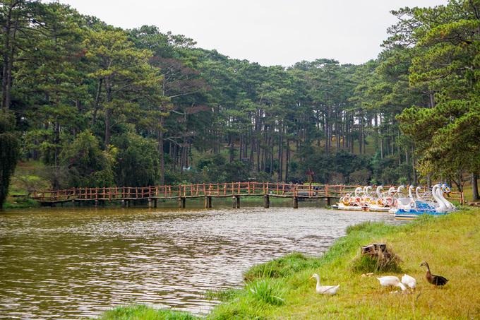 Hồ nước gắn liền với những câu chuyện tình buồn ở Đà Lạt