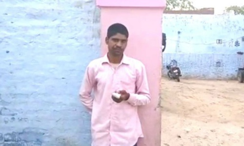 Thanh niên Ấn Độ tự chặt ngón tay vì bỏ phiếu nhầm - ảnh 1