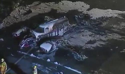Máy bay bị thiêu rụi sau tai nạn tối 18/4 ở sân bay Fullerton. Ảnh: ABC 7.