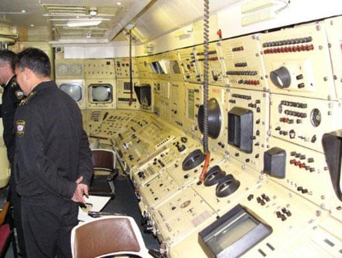 Khoang chỉ huy trên tàu ngầm lớp Lyra. Ảnh: H.I.Sutton.