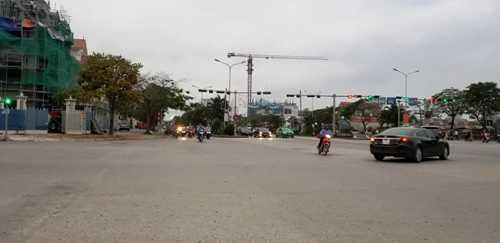 Ngã tư Lê Hồng Phong, thuộc phường Đằng Lâm, quận Hải An (Hải Phòng)- nơi 2 nhóm côn đồ mang hung khí rượt đuổi nhau buộc công an phải nổ súng giải tán trong đêm. Ảnh: Giang Chinh