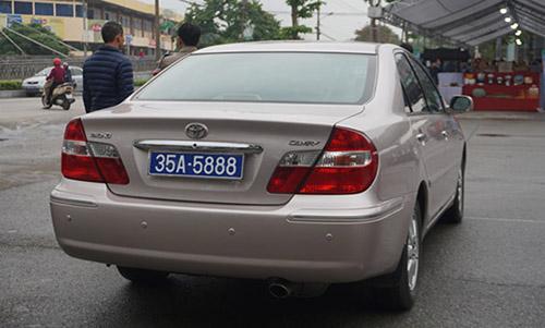Thu hồi hai biển số dùng chung cho một xe công ở Ninh Bình