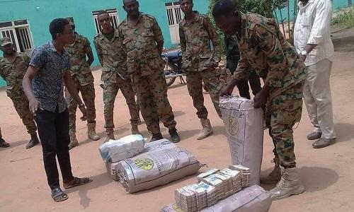 Nhà chức trách Sudan phát hiện nhiều bao tải tiền mặt của cựu tổng thống Omar al-Bashir. Ảnh: BBC.