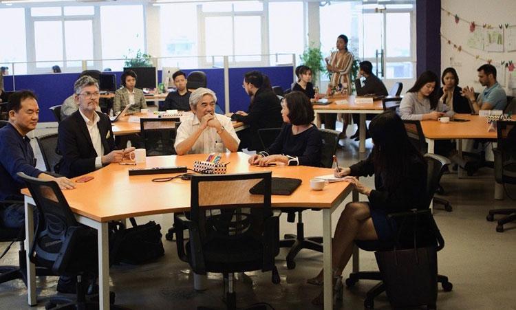 Các chuyên gia và nhóm startup chia sẻ kinh nghiệm khởi nghiệp. Ảnh: VSVA.
