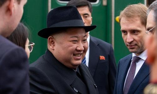 Lãnh đạo Triều Tiên Kim Jong-un hôm nay dự lễ đón tại một nhà ga xe lửa ở khu vực Khasan, vùng Viễn Đông Nga, trước thềm cuộc gặp thượng đỉnh với Tổng thống Nga Vladimir Putin. Ảnh: Reuters.