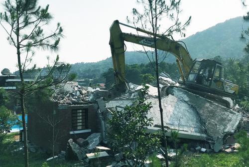 Công trình vi phạm thứ ba tại khu Lâm Trường, xã Minh Phú(Sóc Sơn) bị cưỡng chế. Ảnh: Võ Hải.