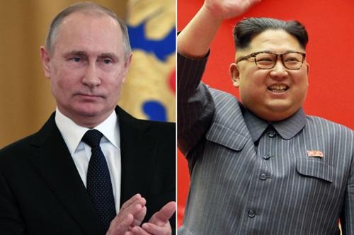 Tổng thống Nga Vladimir Putin (trái) và lãnh đạo Triều TIên Kim Jong-un. Ảnh: AP.