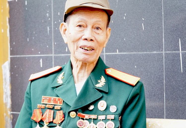 Cựu binh Phạm Bá Miều đang sinh sống tại TP Điện Biên Phủ, năm nay đã gần 90 tuổi. Ảnh: Hoàng Thuỳ