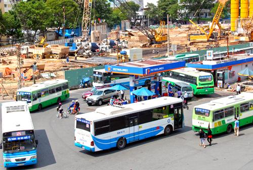Mỗi năm TP HCM chi cả nghìn tỷ đồng để trợ giá cho các tuyến xe buýt. Ảnh: Hữu Nguyên.