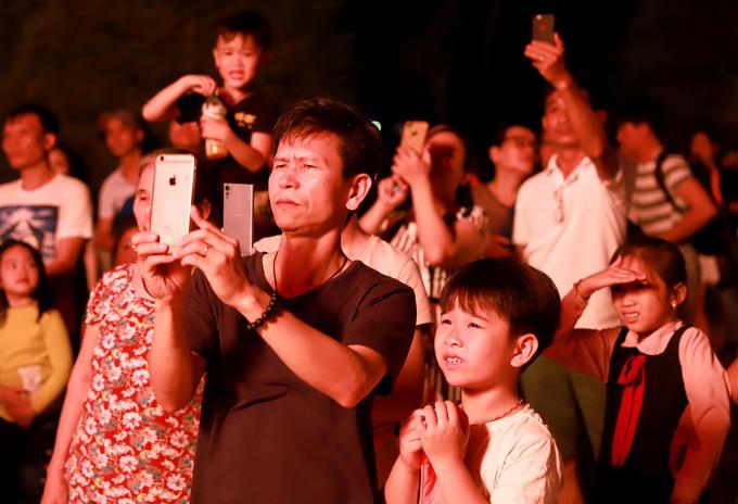 Hàng nghìn người xem khinh khí cầu thổi lửa ở Đà Nẵng