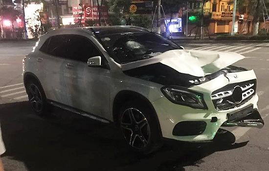 Xe gây tai nạn tại hầm Kim Liên giữa đêm 30/4. Ảnh: Xuân Hoa.