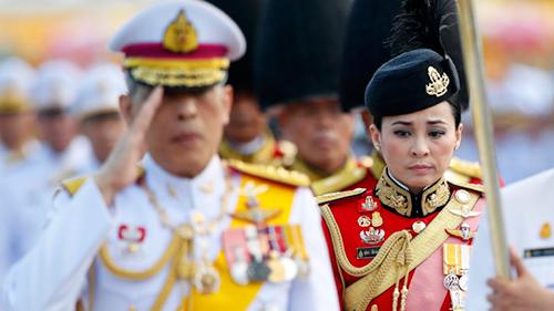 Bà Suthida làm nhiệm vụ trong đội cận vệ của Quốc vương Vajirusongkorn hồi đầu tháng trước. Ảnh: