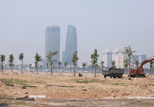 Một dự án ven sông Hàn đang triển khai xây dựng. Ảnh: Nguyễn Đông.