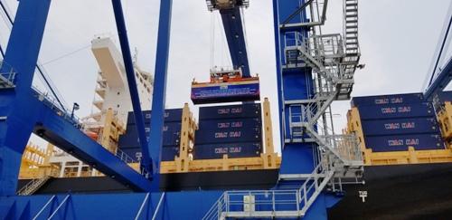 Hải Phòng lần đầu tiên đón tàu container quốc tế tải trọng 132.000 tấn - ảnh 2