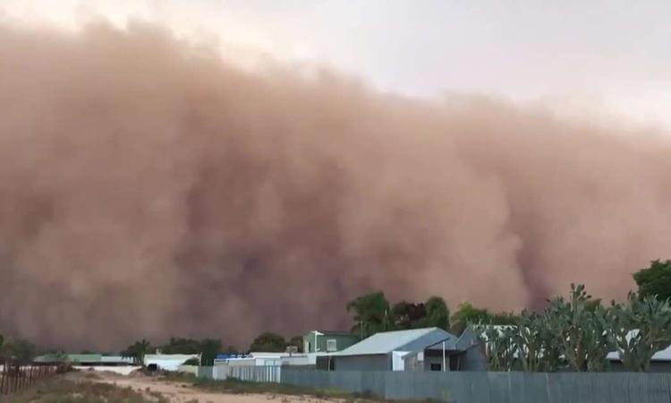Bão bụi khổng lồ 'nuốt chửng' thành phố Australia