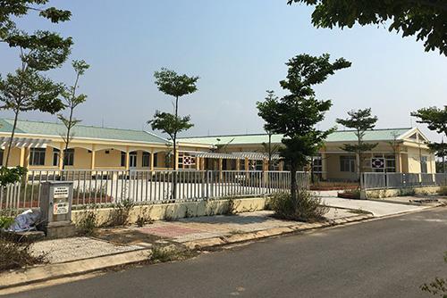 Sau hai năm xây dựng trường mầm non dành cho con em công nhân lao động khu công nghiệp Điện Nam - Điện Ngọc không hoạt động. Ảnh: Đắc Thành.