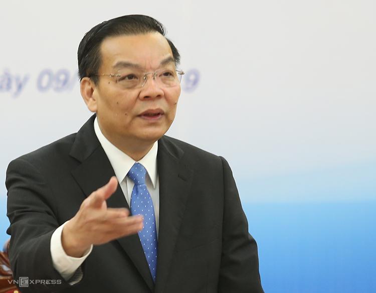 Bộ trưởng Chu Ngọc Anh đặt câu hỏi với chuyên gia.