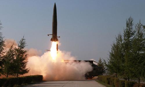 Tên lửa đạn đạo Triều Tiên rời bệ phóng hôm 9/5. Ảnh: KCNA.