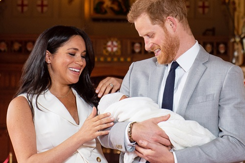 Phát thanh viên BBC bị sa thải vì ám chỉ con của Hoàng tử Harry là khỉ - ảnh 2