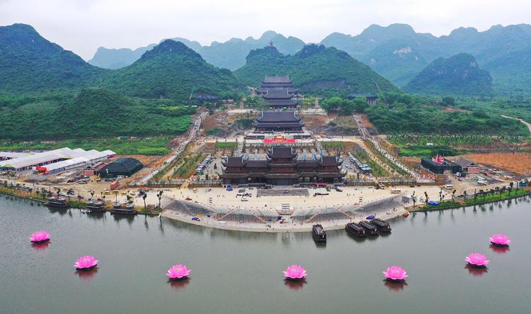 Đại lễ Phật đản 2019 diễn ra tại chùa Tam Chúc, Hà Nam. Ảnh: Ngọc Thành.