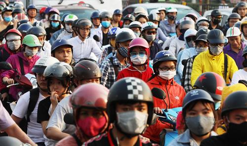 Cảnh ùn tắc trước bến xe nước Ngầm (Hà Nội) khi người dân quay lại thủ đô sau đợt nghỉ lễ 1/5. Ảnh: Ngọc Thành.