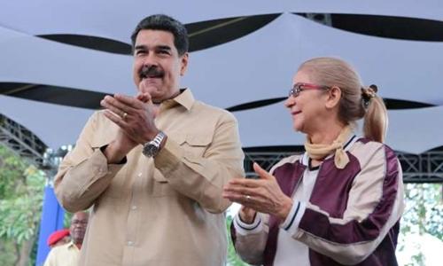 Tổng thống Venezuela Maduro và phu nhân trong một cuộc giao lưu với thanh niên ở thủ đô Caracas hôm 2/5. Ảnh: Reuters.