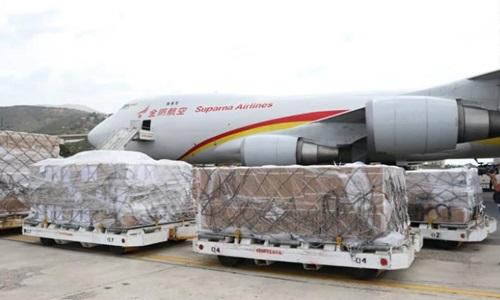 Máy bay chở hàng viện trợ của Trung Quốc tại thủ đô Caracas, Venezuela hôm 13/5. Ảnh: AFP.