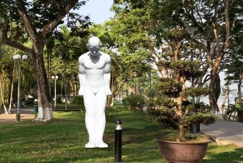 Huế đặt bức tượng 'Người đàn ông cúi đầu' trong công viên 3/2