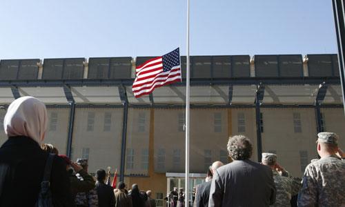 Lễ chào cờ tại đại sứ quán Mỹ ở Baghdad năm 2009. Ảnh: Reuters.