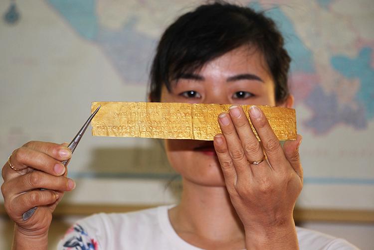 Bản minh văn khắc chữ Phạn của Phật giáo. Ảnh: Hoàng Nam