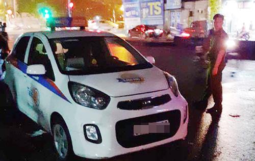 Nữ tài xế bị đâm gục trong taxi do mâu thuẫn cá nhân - ảnh 1