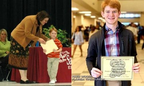 Năm 4 tuổi, Alex thay mặt chị gái đã mất nhận giấy khen đi học đầy đủ, sau đó âm thầm thực hiện lời hứa suốt 13 năm. Ảnh: CBS News