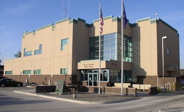 Toàn bộ sự việc bị camera an ninh của phòng cảnh sát quận Fairbanks ghi lại.