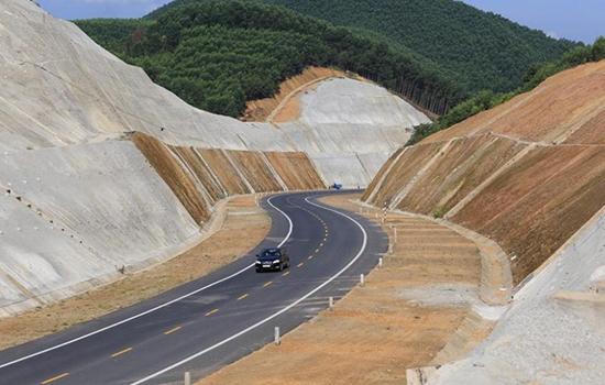 Việt Nam đấu thầu quốc tế 8 dự án cao tốc Bắc Nam - ảnh 1
