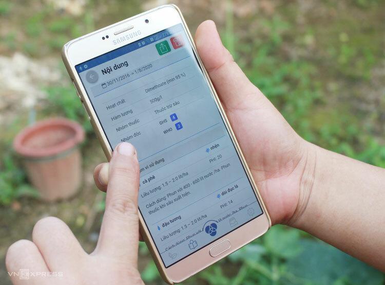Phần mềm tra cứu thông tin thuốc trừ sâu trên điện thoại. Ảnh: Phan Minh.