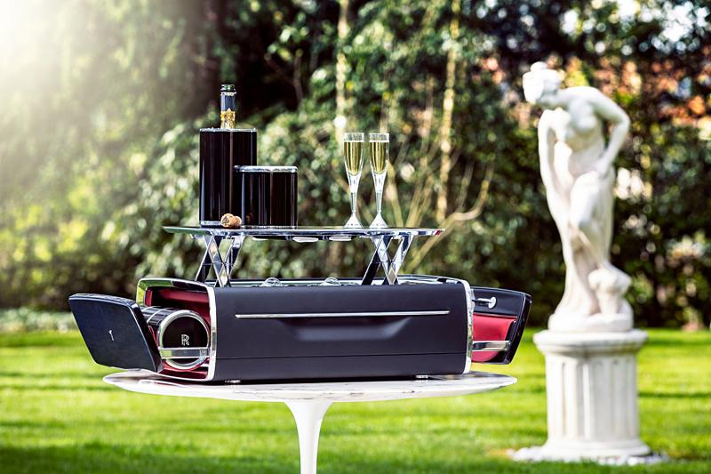 Bộ đồ uống champagne của Rolls-Royce đắt hơn một xe BMW