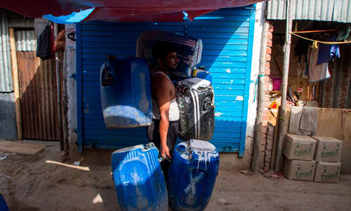 190515000752-india-water-slum-2418-8489-1558160068.jpg