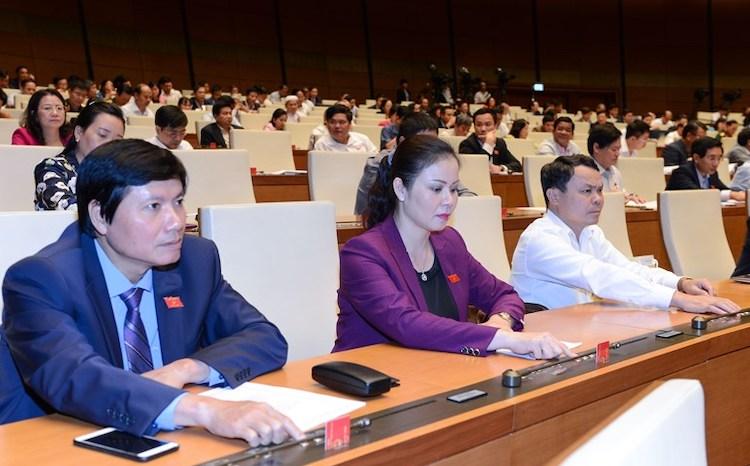 Đại biểu làm việc tại kỳ họp thứ 6 Quốc hội khoá XIV. Ảnh: Hoàng Phong