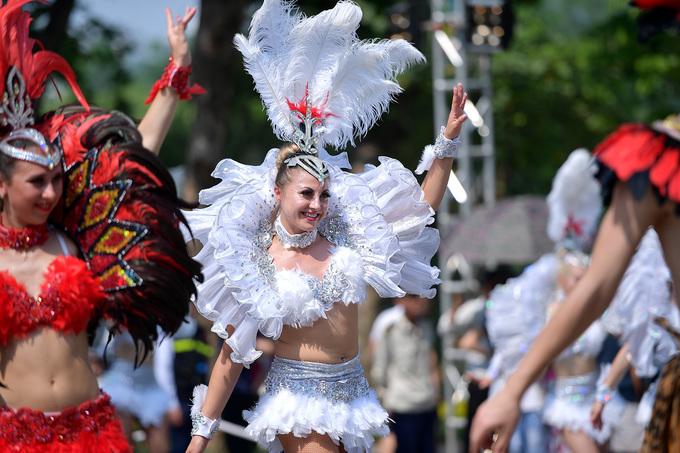 Hơn 80 nghệ sĩ khuấy động phố đi bộ Hồ Gươm