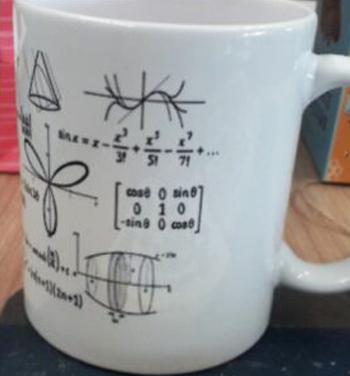 Học sinh lớp toán 13 tặng lại cô Ella chiếc cốc có tên của cô, được trang trí bằng các phương trình toán. Ảnh: Ella Dickson