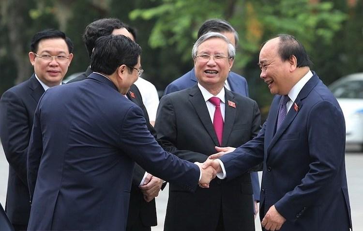 Từ phải qua: Thủ tướng Nguyễn Xuân Phúc, Thường trực Ban bí thư Trần Quốc Vượng và các vị lãnh đạo trước giờ khai mạc kỳ họp Quốc hội. Ảnh: TTX