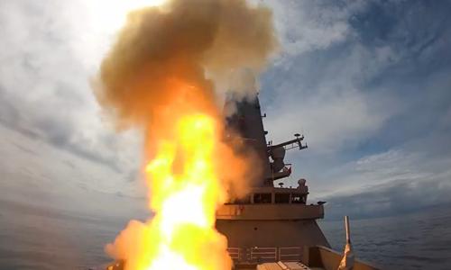 Anh công bố video khu trục hạm hiện đại nhất bắn nổ UAV -